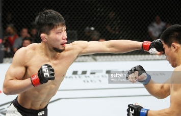 SAITAMA, JAPAN - SEPTEMBER 27: in their welterweight bout during the UFC event at the Saitama Super Arena on September 27, 2015 in Saitama, Japan. (Photo by Mitch Viquez/Zuffa LLC/Zuffa LLC via Getty Images)
