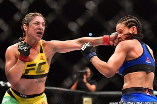 Mar 11, 2017; Fortazela, Brazil, USA; Bethe Correia (red gloves) fights Marion Reneau (blue gloves) during UFC Fight Night at Centro de Formacao Olimpica de Fortaleza. Mandatory Credit: Jason Silva-USA TODAY Sports